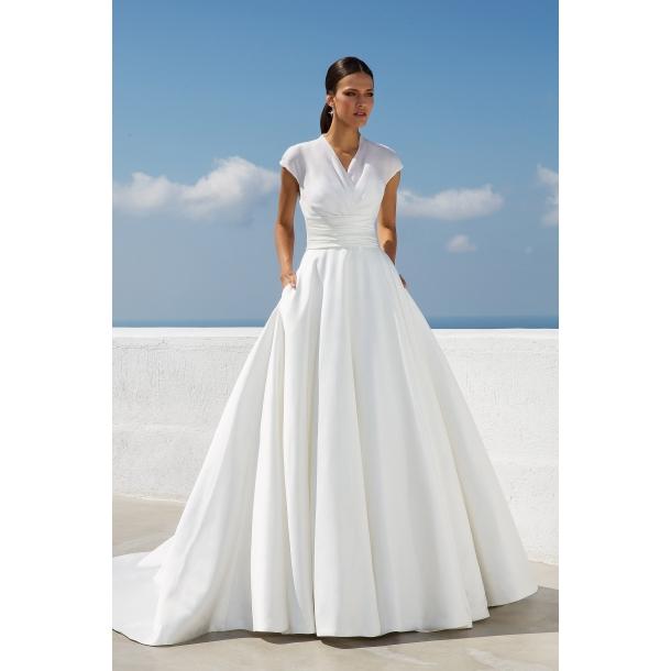 398382f0813e Den mest elegante brudekjole 88019 fra Justin Alexander hos Kennedys